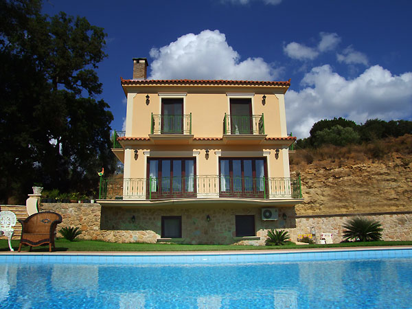 Villa with Pool for Sale - ID-1KOU-KEF